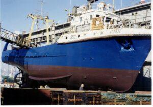 אוניה מגרק גוף פלדה נצבעה פעמים מספר בצבעי דנבר www.denber-paints.co.il