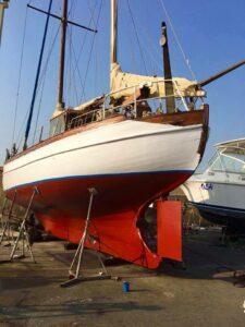 סירה מעץ צבועה בצבעי דנבר www.denber-paints.co.il