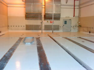מפרט ציפוי רצפת חדרי דחסניות והחלפת פסי פלדה, ואיטום www.denber-paints.co.il